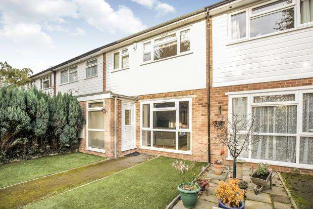 3 Bedrooms Terraced House for sale in New Haw, Surrey
