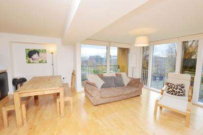 2 Bedrooms Flat for sale in The Avenue, Leeds, West Yorkshire