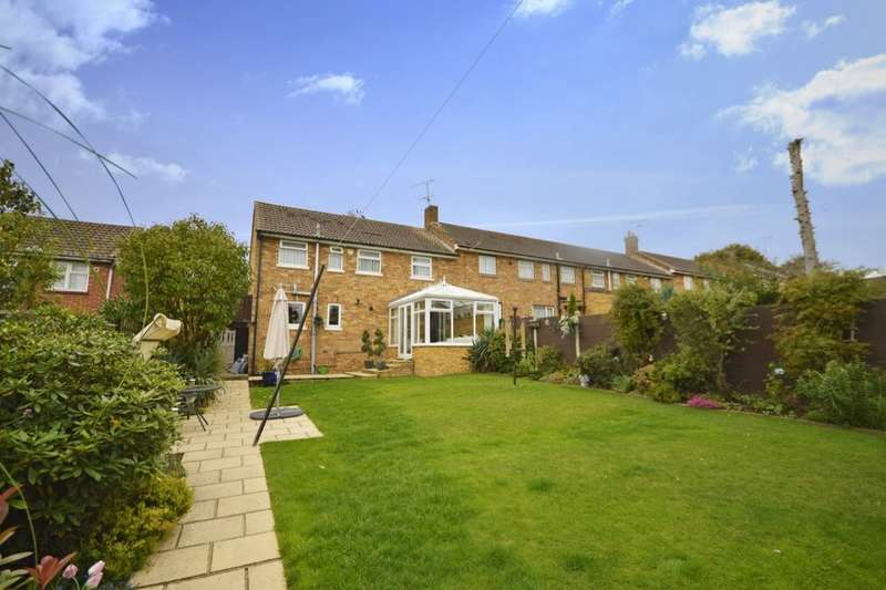 3 Bedrooms Property for sale in Beechfield, Kings Langley, WD4