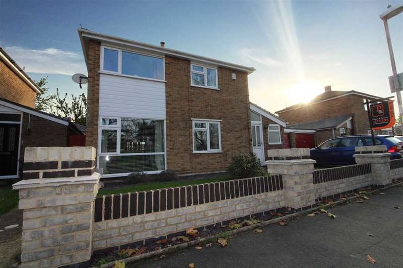 4 Bedrooms Detached House for sale in Crowland Close, Ipswich