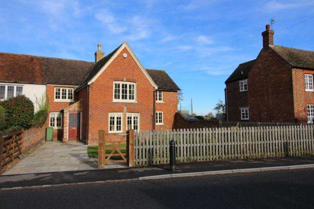 4 Bedrooms Semi Detached House for rent in High Street, North Crawley, MK16