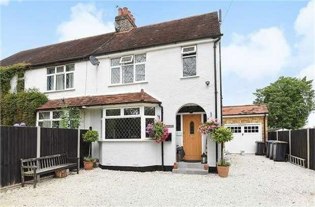 3 Bedrooms Semi Detached House for rent in Ottershaw, Surrey