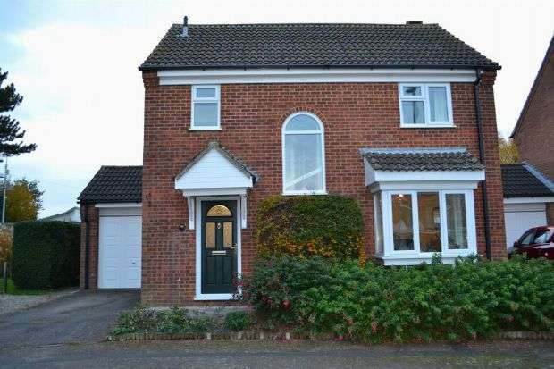 3 Bedrooms Detached House for sale in Becket Way, Spinney Hill, Northampton NN3 6EX