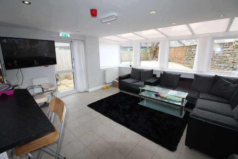 10 Bedrooms House for rent in Cathays Terrace , Cathays , Cardiff