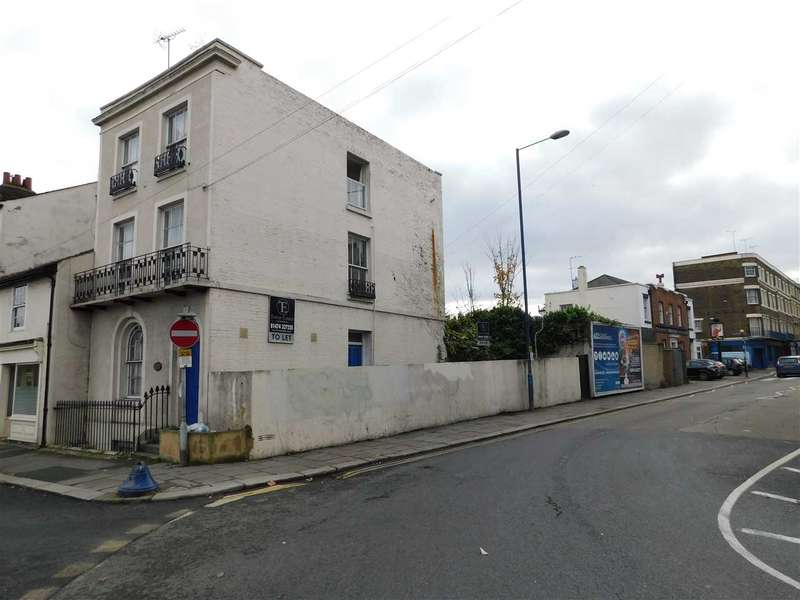 Studio Flat for sale in The Terrace, Gravesend
