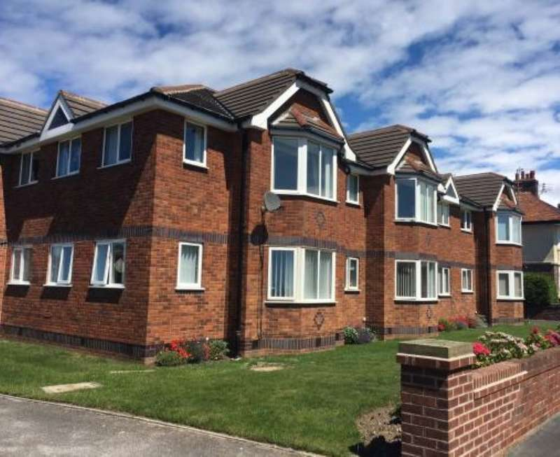2 Bedrooms Apartment Flat for sale in Dawlish Lodge, Clifton Drive North, Lytham St. Annes, Lancashire, FY8 2NN