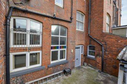 2 Bedrooms Maisonette Flat for sale in Metropole Court, North Promanade, Whitby, North Yorkshire