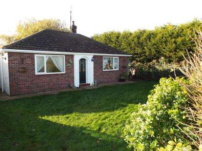 2 Bedrooms Bungalow for sale in Wiggenhall St Mary Magdalen, Kings Lynn, Norfolk
