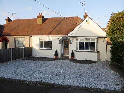 2 Bedrooms Bungalow for sale in Rayleigh, Essex, .