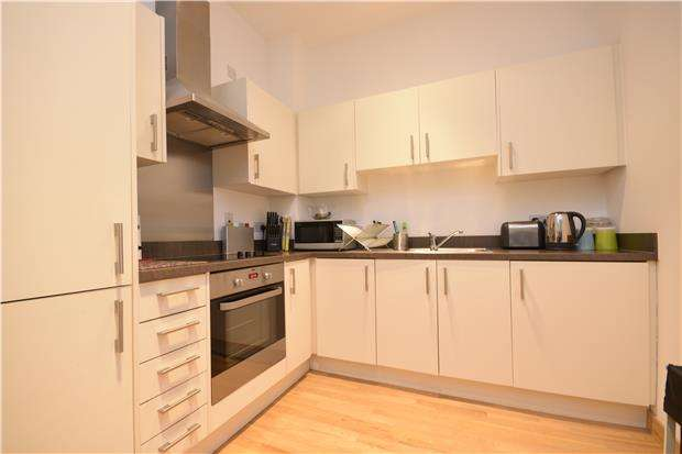 2 Bedrooms Flat for rent in Canon Court, 91 Manor Road, WALLINGTON, Surrey