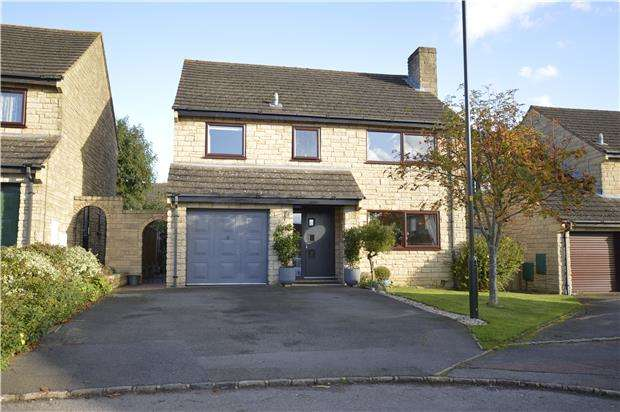 4 Bedrooms Detached House for sale in Cotswold View, Woodmancote, GL52 9UE