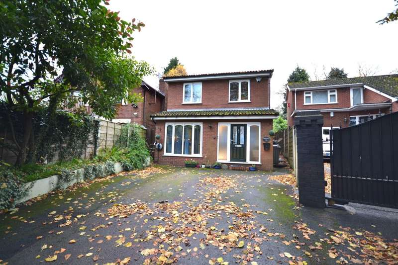 4 Bedrooms Detached House for sale in Fence Avenue, Macclesfield