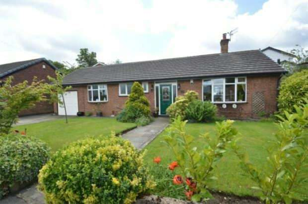 2 Bedrooms Detached Bungalow for sale in Willoughby Close, Sale