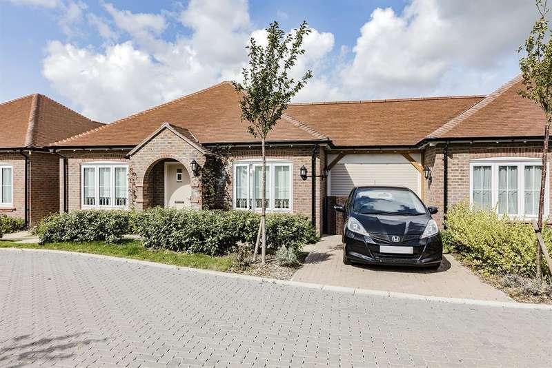 2 Bedrooms Bungalow for sale in Nightingale Lane, Barnham, Bognor Regis, PO22 0DL
