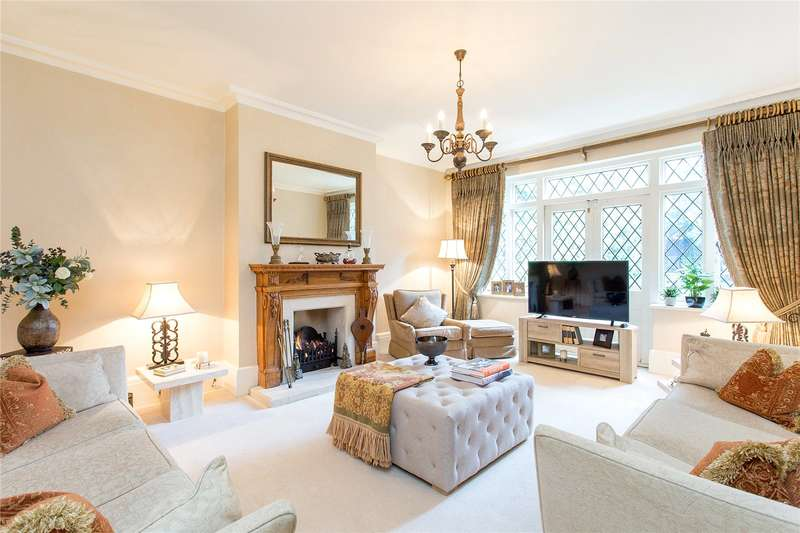 4 Bedrooms Detached House for sale in Canons Drive, Edgware, Middlesex, HA8