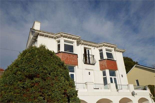 3 Bedrooms Apartment Flat for sale in Seymour Road, Knowles Hill, Newton Abbot, Devon. TQ12 2PN