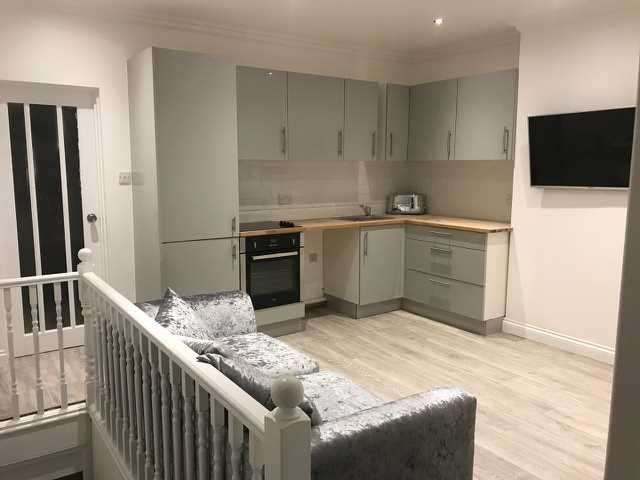 2 Bedrooms Maisonette Flat for sale in Malton Sreet, London