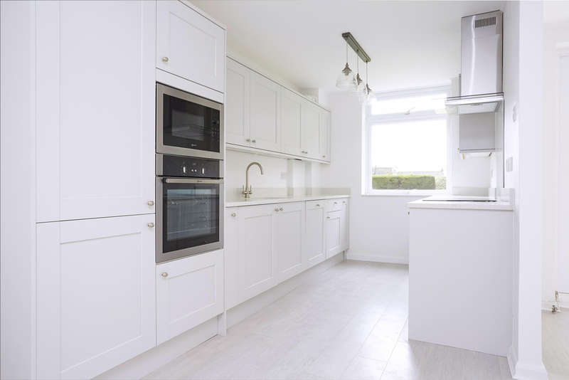2 Bedrooms Ground Flat for sale in Queens Road, Kingston Upon Thames, KT2