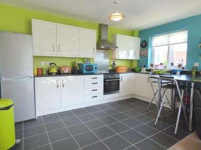 2 Bedrooms Flat for sale in Ashton Bank Way, Ashton, Preston, Lancashire