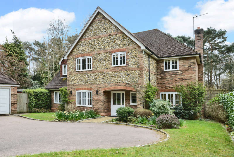 5 Bedrooms Detached House for rent in Tekels Park, Camberley