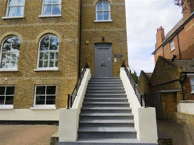 3 Bedrooms Flat for rent in Lancaster Avenue, West Norwood