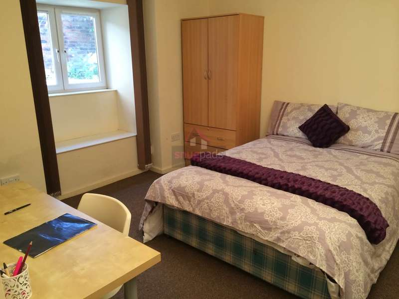 10 Bedrooms House for rent in Bolton Road, Salford, Manchester