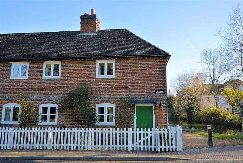 3 Bedrooms Semi Detached House for sale in Wharf Cottages, Station Road, Reading, RG7