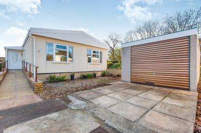 2 Bedrooms Bungalow for sale in Exonia Park, Exeter, Devon