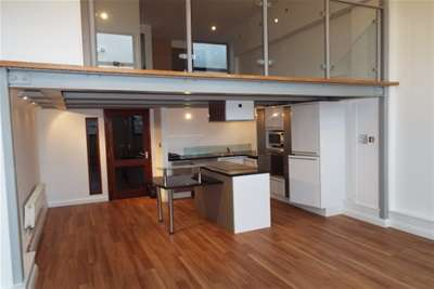 3 Bedrooms Flat for rent in Crusader House, NG1 3BT