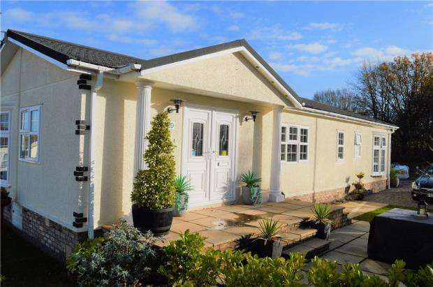 2 Bedrooms Detached Bungalow for sale in Broadwell Woods, Red Lane, Burton Green, Kenilworth