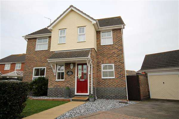 4 Bedrooms House for sale in Selsey Avenue, Martello Bay, Clacton on Sea