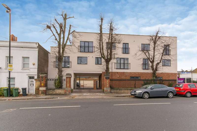 2 Bedrooms Flat for sale in Woodvale Walk, Norwood, SE27