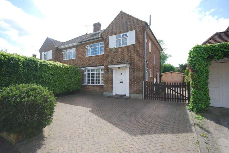 3 Bedrooms Semi Detached House for rent in Randalls Drive, Brentwood