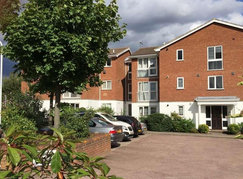 1 Bedroom Flat for sale in Aylsham drive, Ickenham, London, UB10