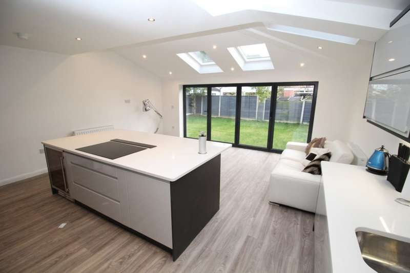 4 Bedrooms Detached House for sale in South Parade, Bramhall, Stockport, SK7