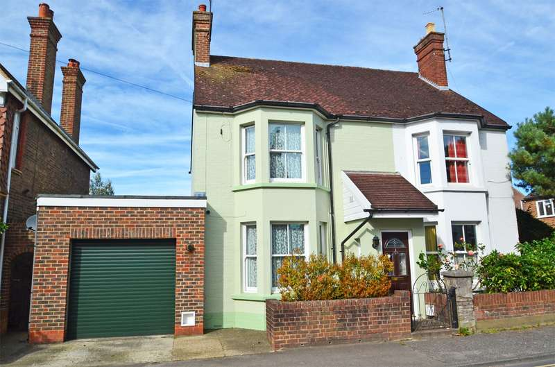 4 Bedrooms House for sale in Rushams Road, Horsham, West Sussex, RH12