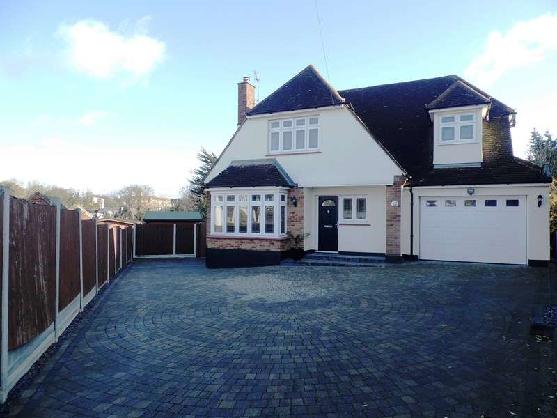 4 Bedrooms Detached House for sale in Rookery Close, Rayleigh