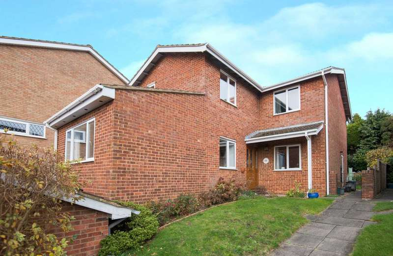 4 Bedrooms Detached House for sale in Haynes Mead, Berkhamsted