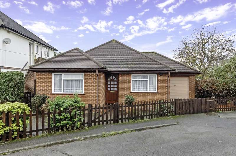 2 Bedrooms Detached Bungalow for sale in Northdown Close, Ruislip, Middlesex, HA4