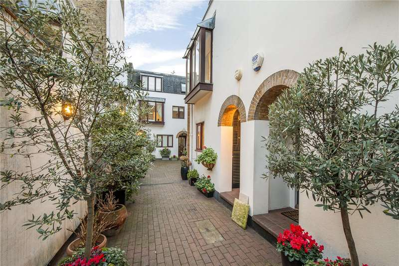 2 Bedrooms Mews House for sale in Bowland Yard, London, SW1X