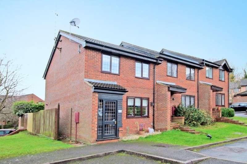 3 Bedrooms Semi Detached House for sale in Crackley Meadow, Hunters Oak, Hemel Hempstead, HP2