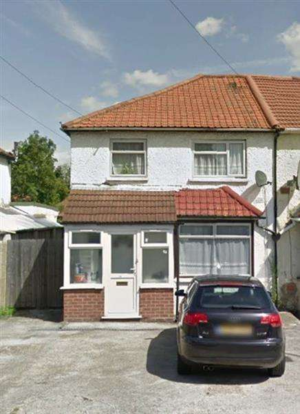 3 Bedrooms Semi Detached House for rent in Bourne Road, SLOUGH