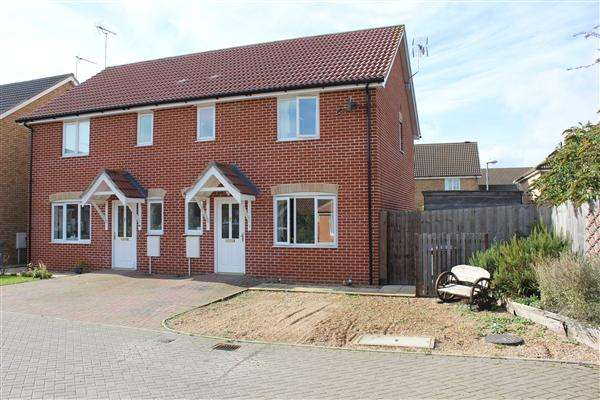 3 Bedrooms Semi Detached House for sale in Giffords Close, Kesgrave, Ipswich