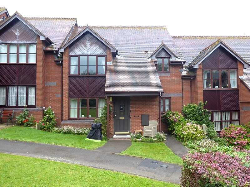 2 Bedrooms Flat for sale in Hamblewood Court, Botley, Southampton, SO30
