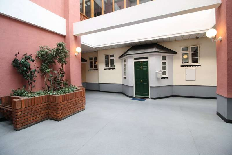 2 Bedrooms Maisonette Flat for sale in Orsett Road, Grays