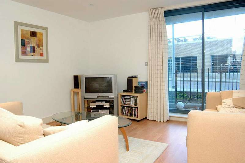 2 Bedrooms Flat for sale in Crews Street, Docklands, E14