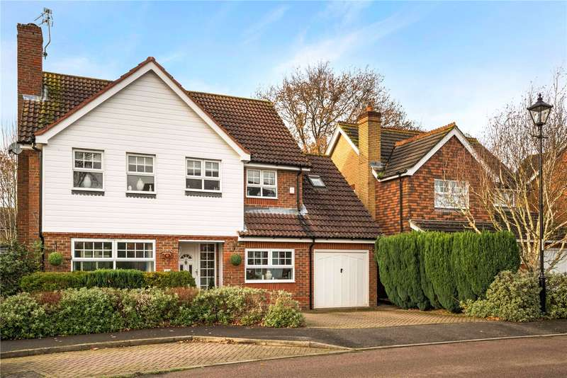 4 Bedrooms Detached House for sale in Warren Drive, Southwater, Horsham, RH13