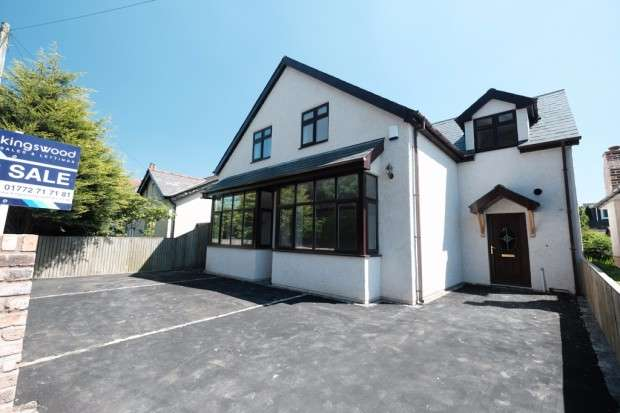 4 Bedrooms Detached House for sale in Black Bull Lane, Fulwood, Preston, PR2