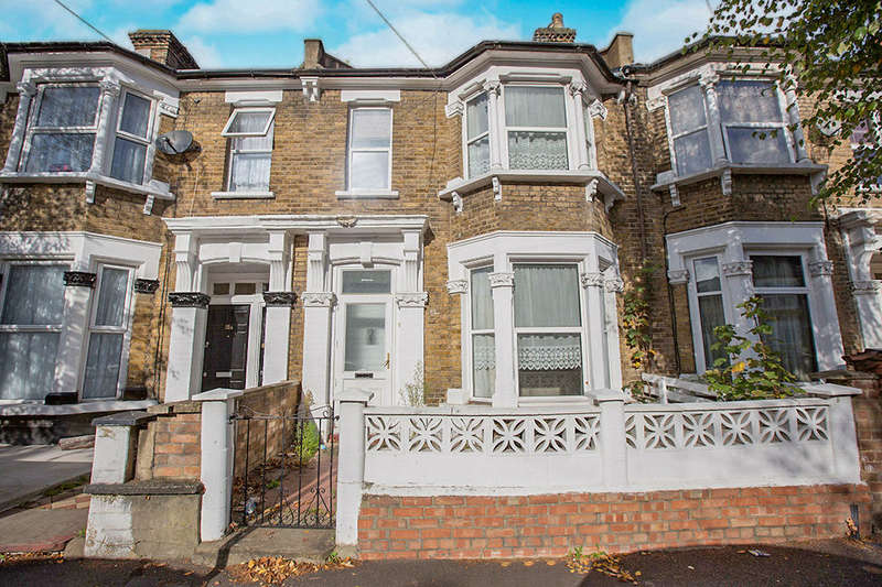 3 Bedrooms Terraced House for sale in Osborne Road, London, E10