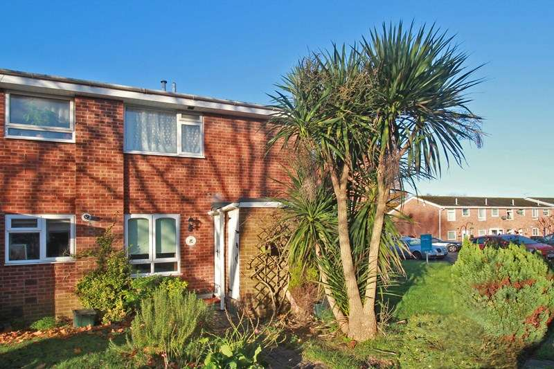 2 Bedrooms Property for sale in Crabtree Close, Burton, Christchurch